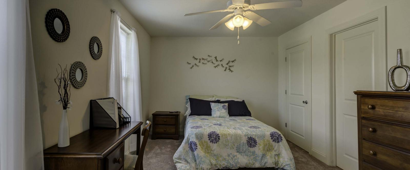 Copper-Beech-Townhomes-Auburn-Bedroom2-Unilodgers