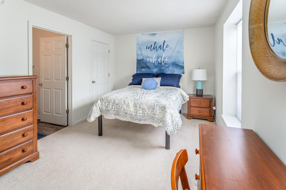 Copper-Beech-Townhomes-Mount-Pleasant-MI-Bedroom-Unilodgers