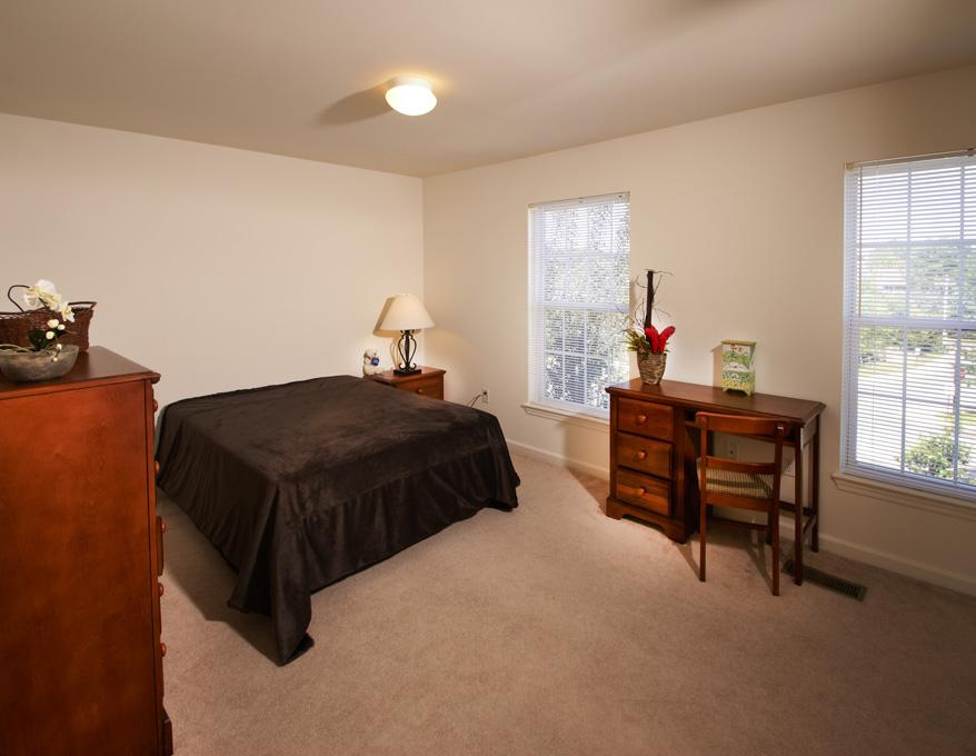 Copper-Beech-Townhomes-Oak-Hill-State-College-PA-Bedroom1-Unilodgers