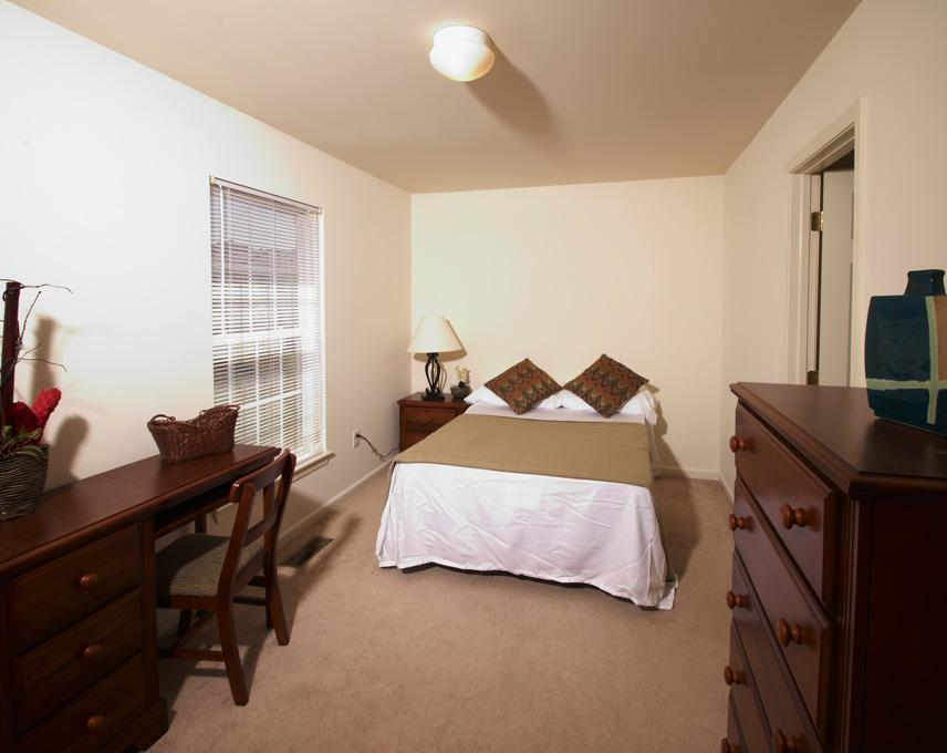 Copper-Beech-Townhomes-Oak-Hill-State-College-PA-Bedroom2-Unilodgers