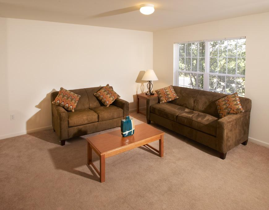 Copper-Beech-Townhomes-Oak-Hill-State-College-PA-Living-Room2-Unilodgers