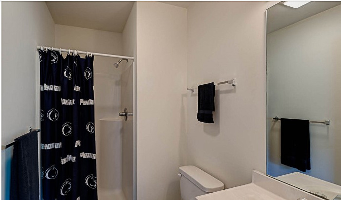 Copper-Beech-Townhomes-Oakwood-State-College-PA-Bathroom-Unilodgers