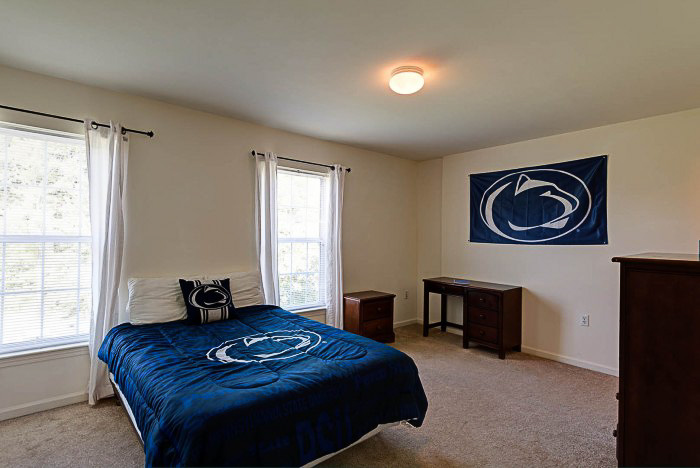 Copper-Beech-Townhomes-Oakwood-State-College-PA-Bedroom2-Unilodgers