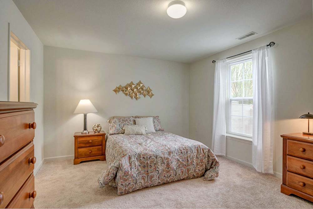 Copper-Beech-Townhomes-Radford-VR-Bedroom-1-Unilodgers