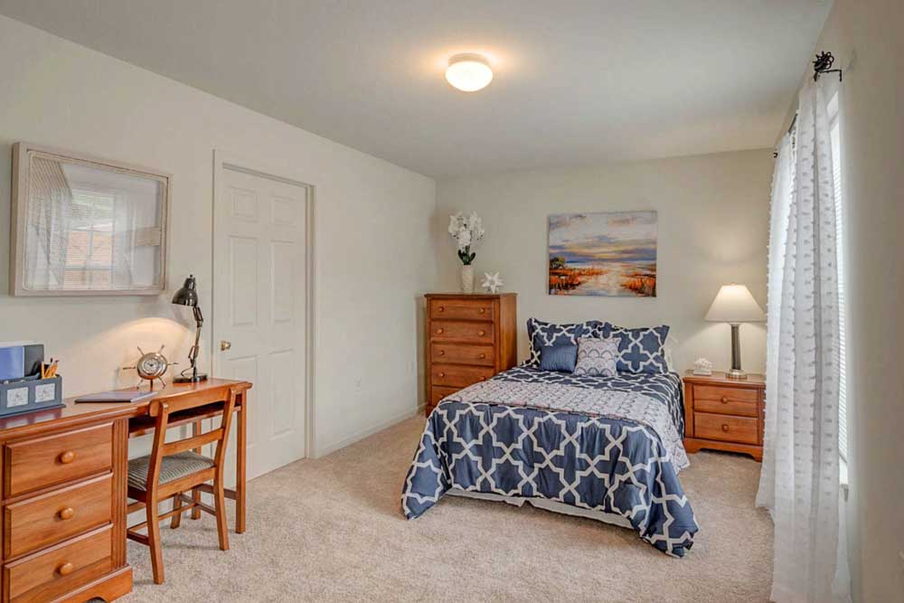 Copper-Beech-Townhomes-Radford-VR-Bedroom-Unilodgers