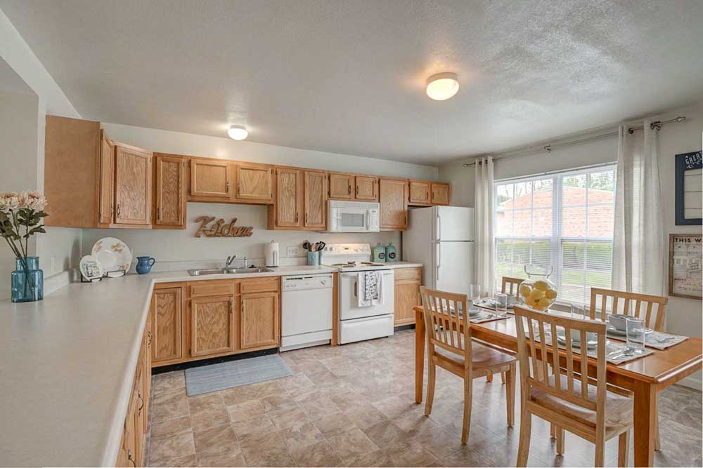 Copper-Beech-Townhomes-Radford-VR-Kitchen-Unilodgers