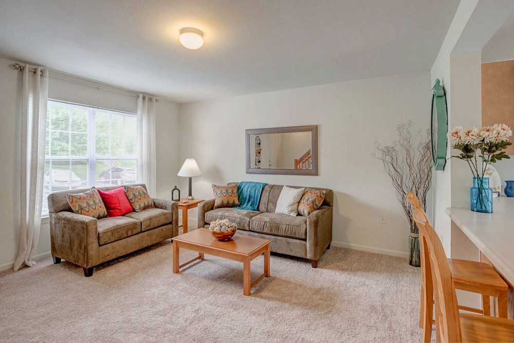 Copper-Beech-Townhomes-Radford-VR-Living-Area-Unilodgers