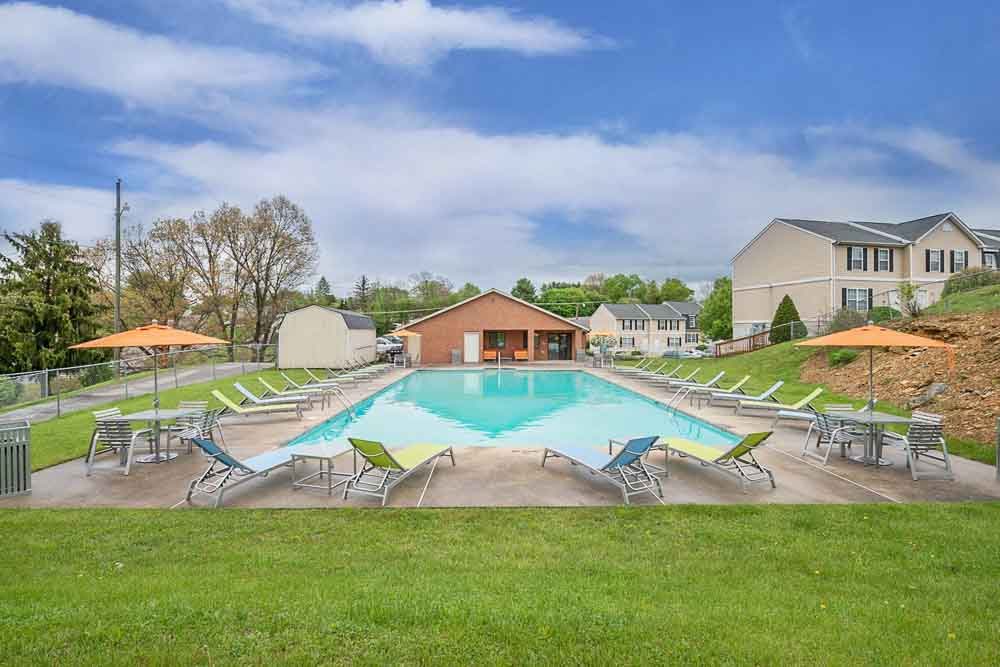 Copper-Beech-Townhomes-Radford-VR-Poolside-Unilodgers