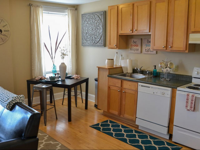 Coronado-Place-And-Towers-St-Louis-MO-Kitchen-Unilodgers