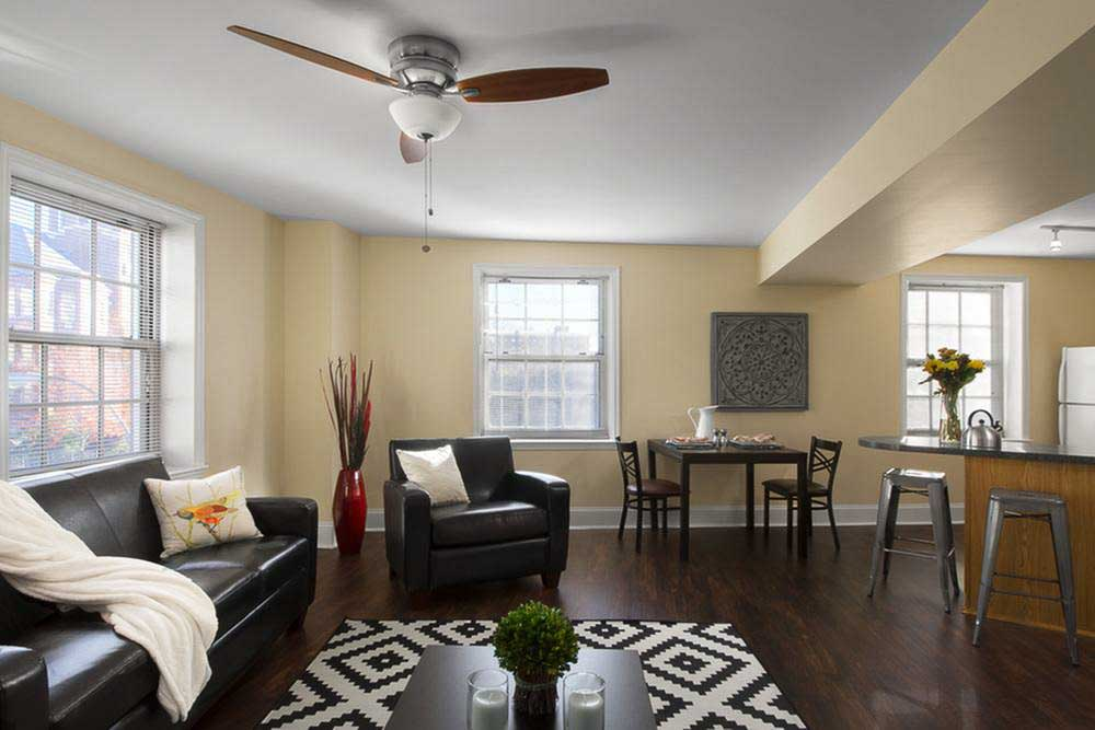 Coronado-Place-And-Towers-St-Louis-MO-Living-Room-Unilodgers