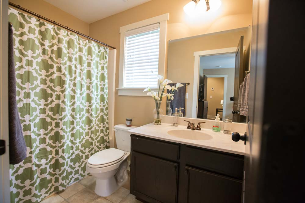 Cottages-of-Clemson-Central-SC-Bathroom-Unilodgers