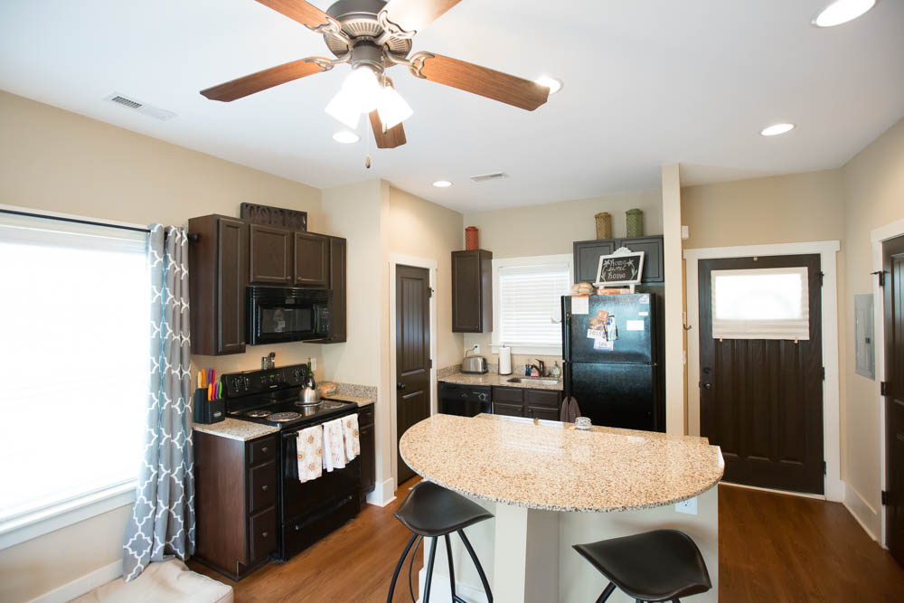 Cottages-of-Clemson-Central-SC-Kitchen-With-Breakfast-Bar-Unilodgers