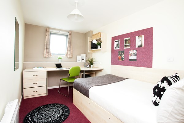 Crown-House-Reading-Bedroom-Unilodgers
