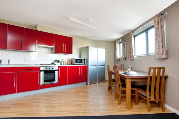Crown-House-Reading-Kitchen-Unilodgers