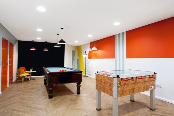 Crown-House-Reading-Pool Table-Unilodgers