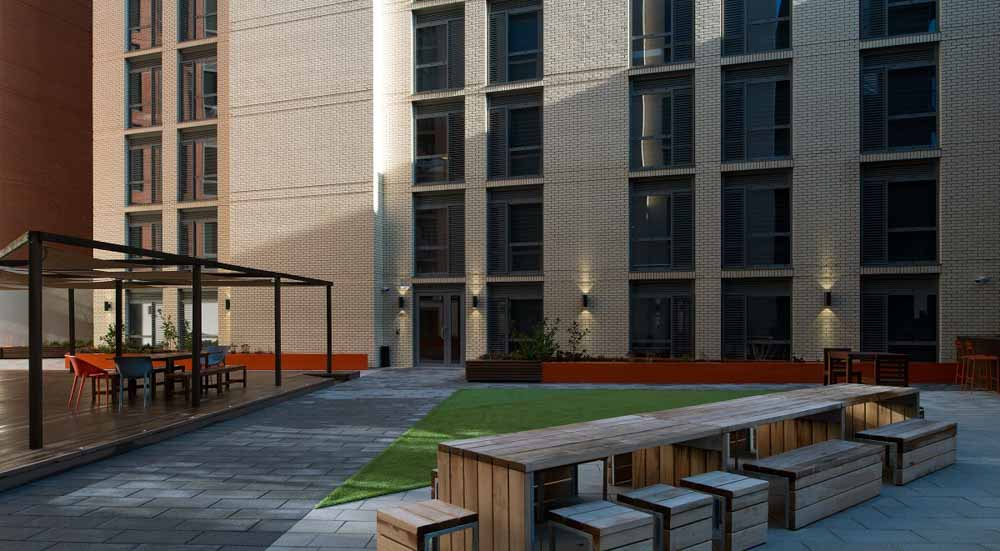 Crown-House-Sheffield-Outdoor-Courtyard-Unilodgers