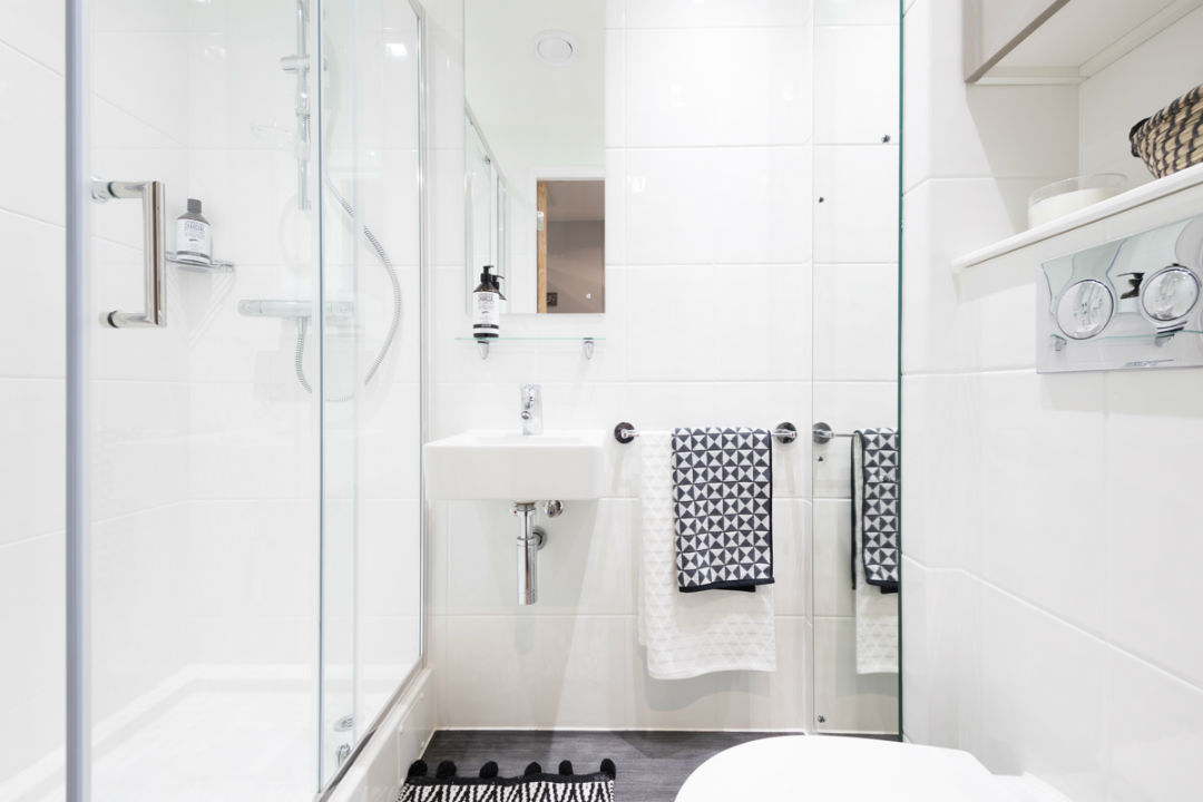Crown-Place-Portsmouth-Bathroom-Unilodgers