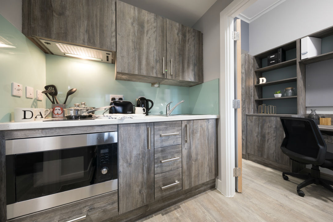 Crown-Place-Portsmouth-Kitchen-Unilodgers