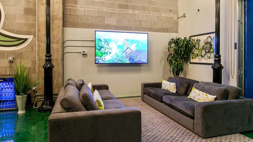 Dwell-ATL-Luxury-Apartments-Atlanta-GA-Common-Room-With-TV-Unilodgers