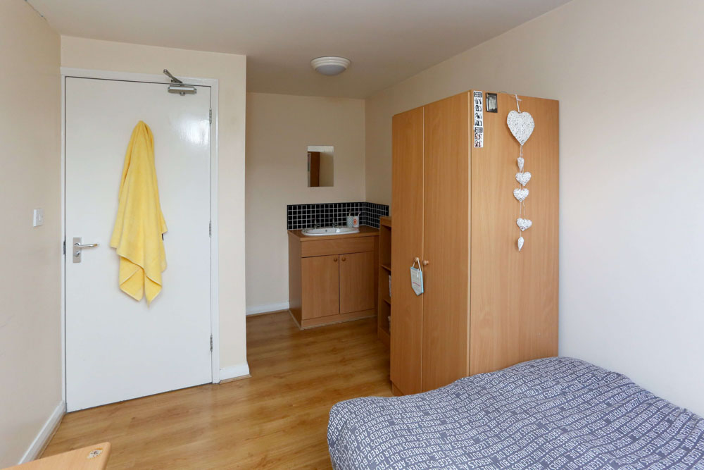 Dwell-Weston-Court-Manchester-Bedroom-Unilodgers