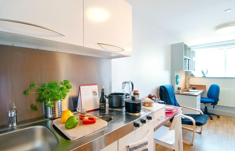 Earlsdon-Street-Portsmouth-Shared-Kitchen-Dining-Area-2-Unilodgers