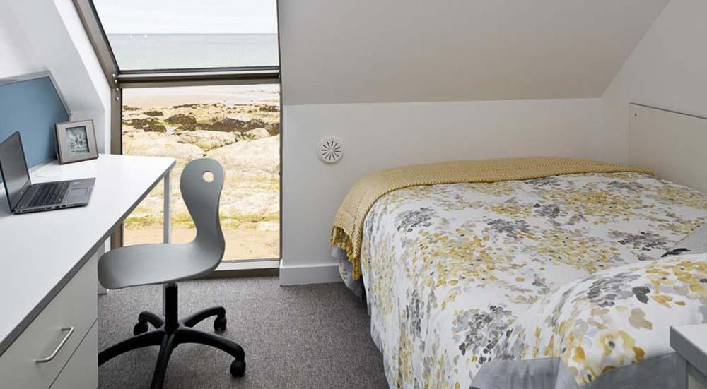 East-Shore-St-Andrews-Standard-En-Suite-With-Sea-View-Unilodgers