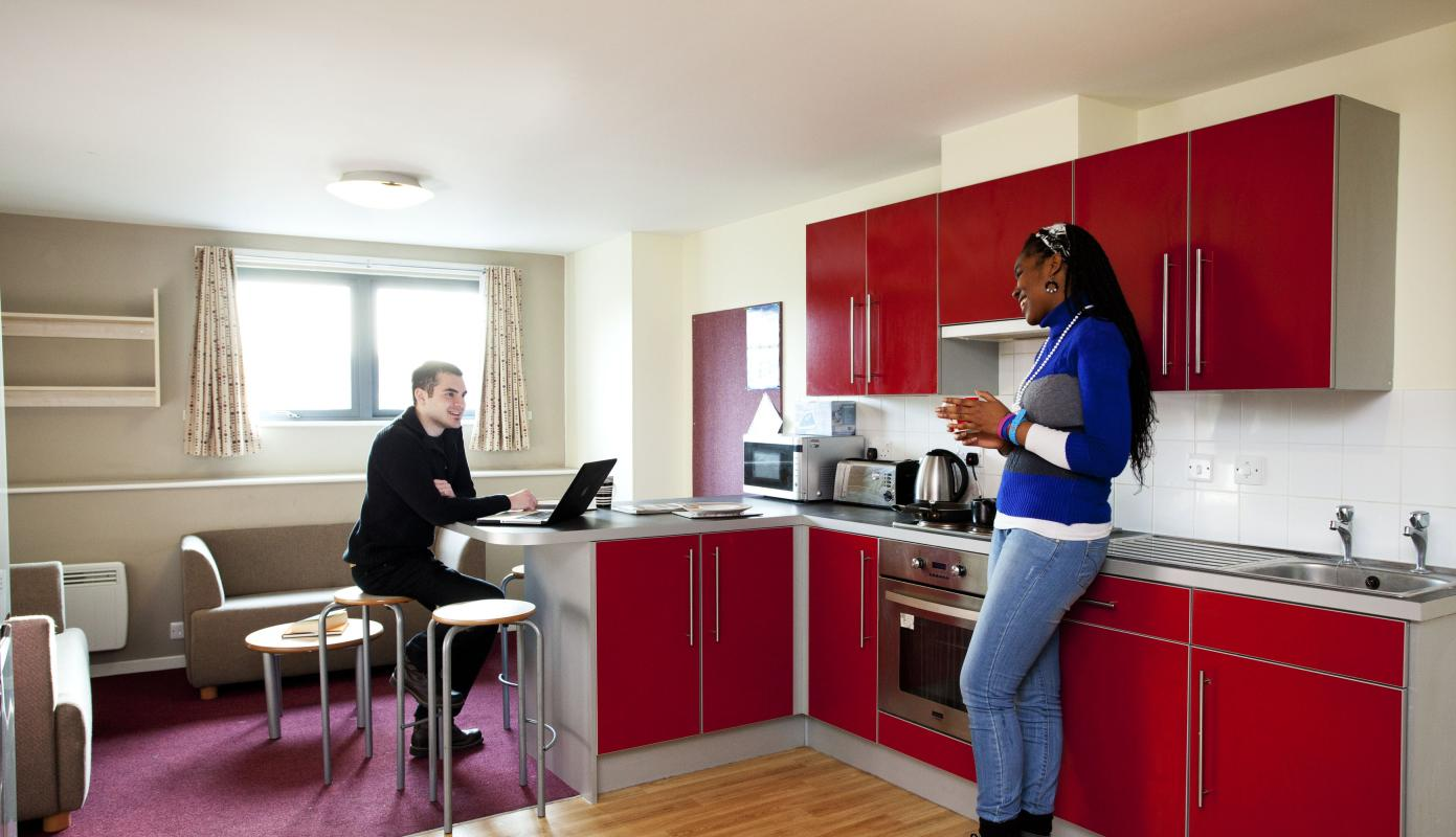 Elizabeth-Croll-House-London-Shared-Kitchen-Dining-Area-Unilodgers-1495873737