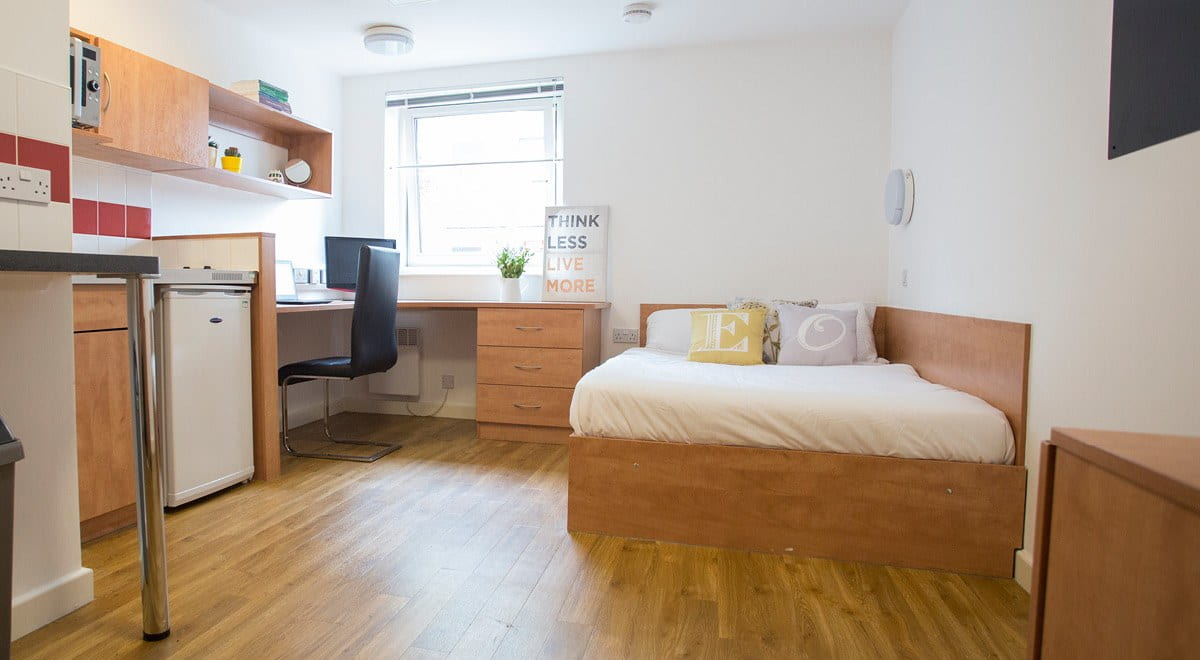 Exeter-One-Exeter-Classic-Studio-Bedroom-Unilodgers