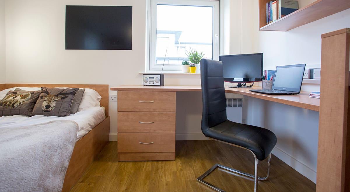 Exeter-One-Exeter-Premium-Studio-Bedroom-1-Unilodgers