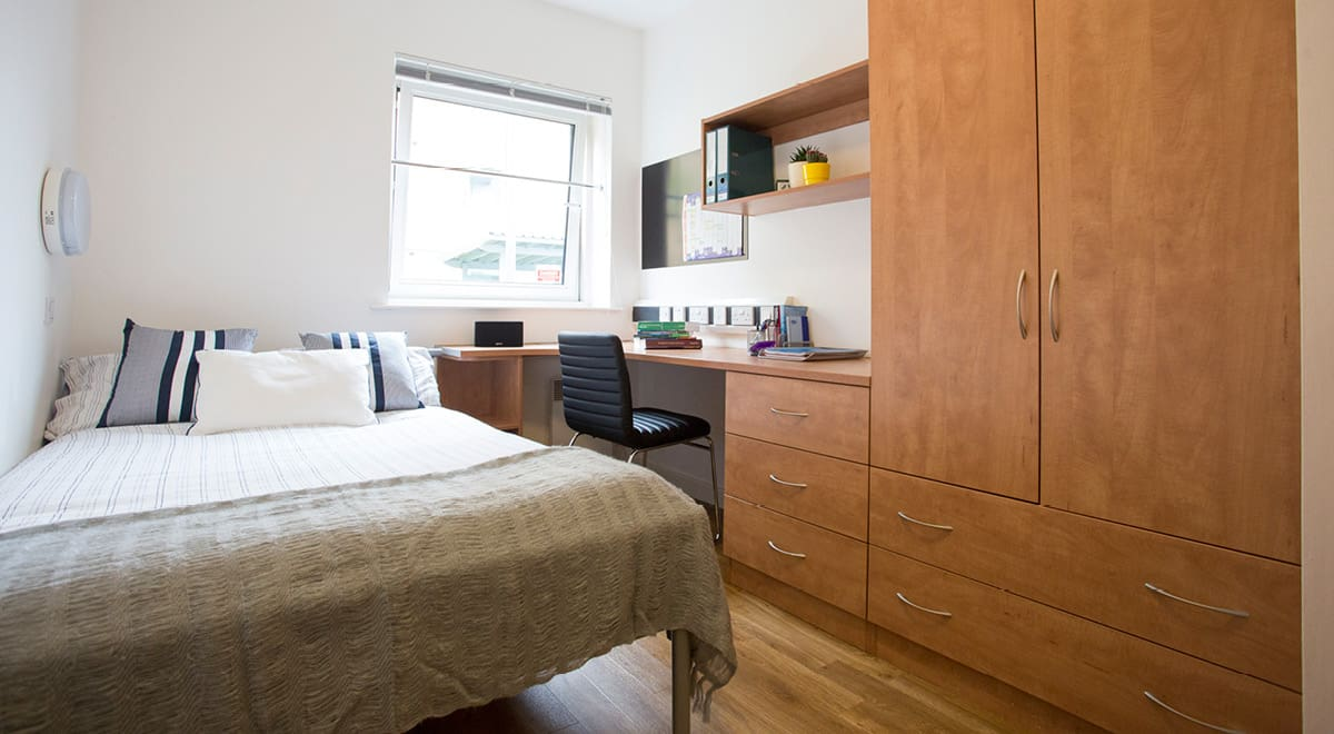 Exeter-One-Exeter-Standard-EnSuite-Bedroom-1-Unilodgers