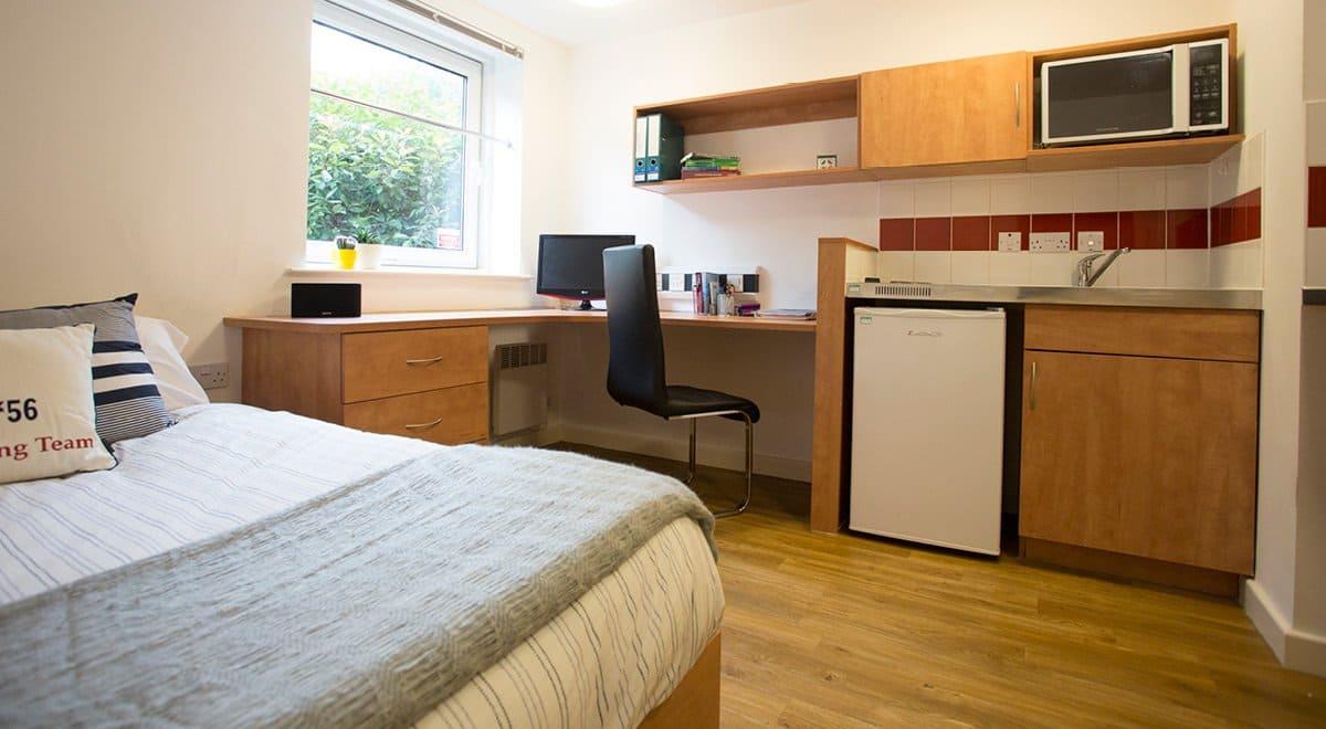 Exeter-One-Exeter-Standard-Studio-Bedroom-Unilodgers