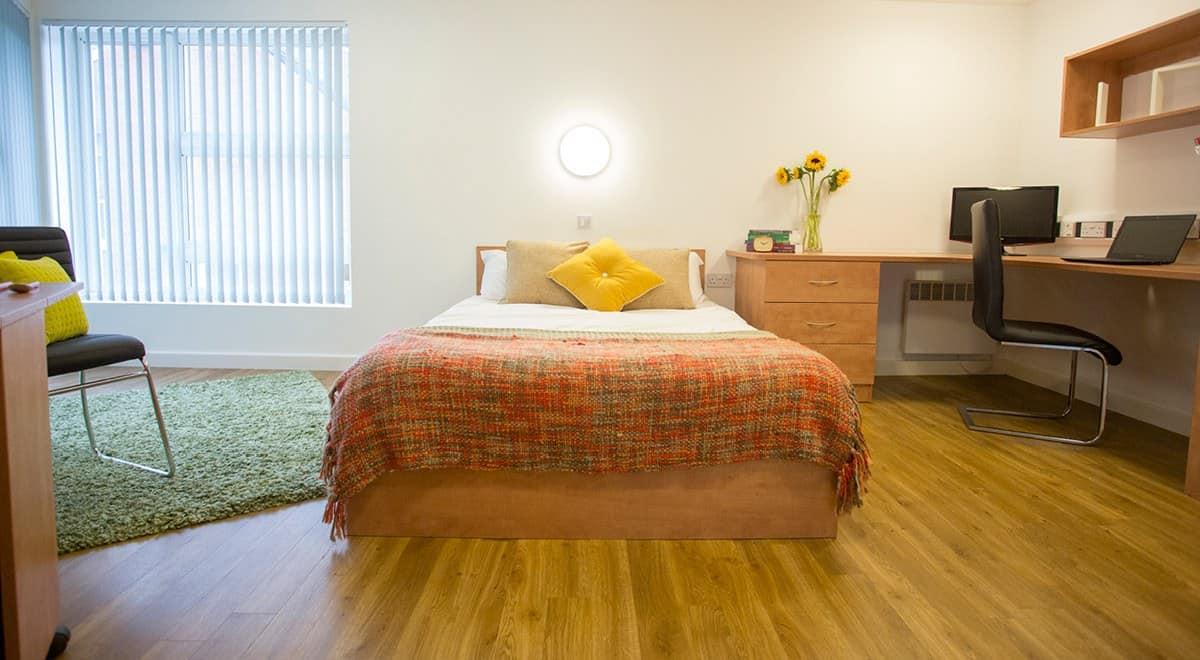 Exeter-One-Exeter-Super-Deluxe-Studio-Bedroom-2-Unilodgers