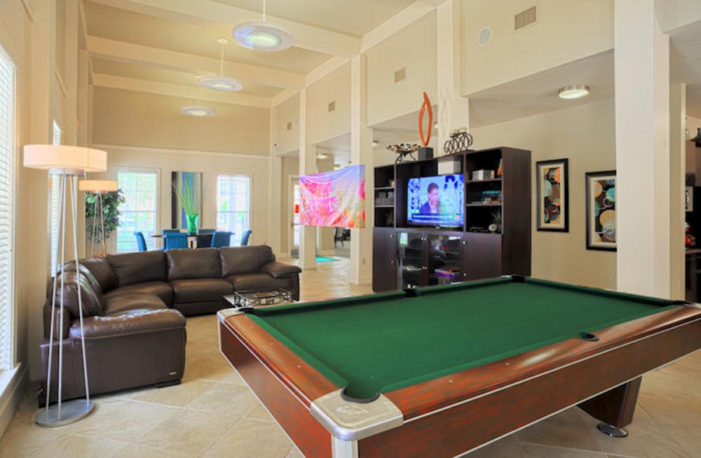 Fairway-View-Baton-Rouge-LA-Common-Room-With-Pool-Table-Unilodgers