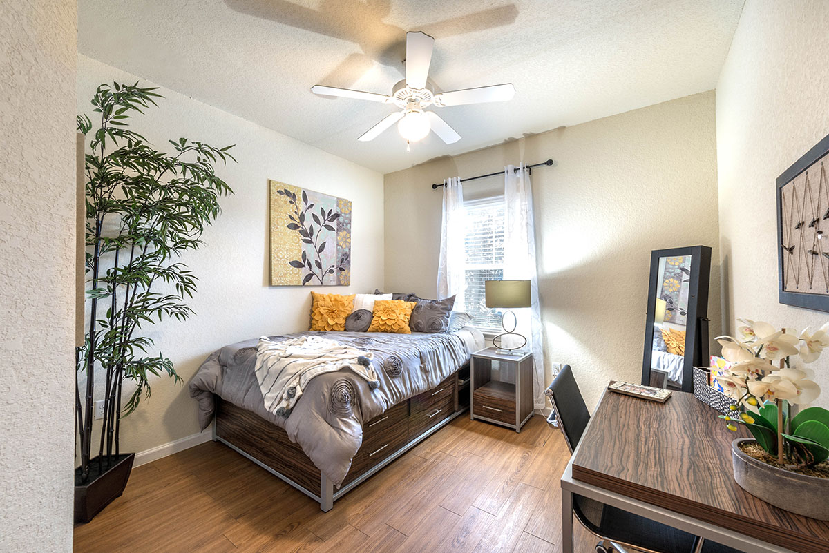 Forum-Tallahassee-FL-Bedroom-Unilodgers