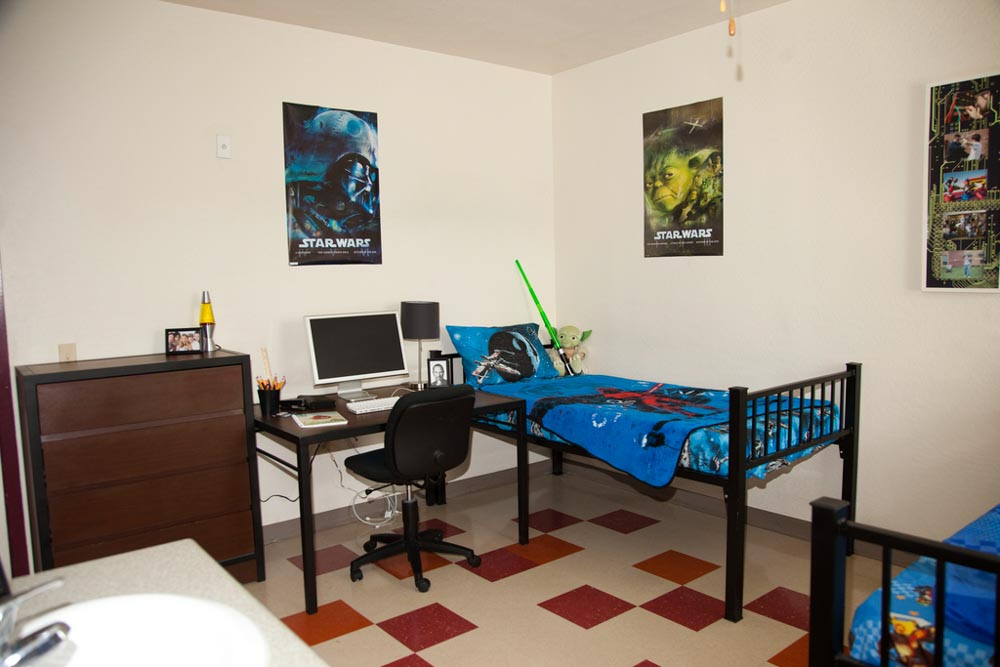 Founders-Hall-Tempe-AZ-Bedroom-With-Study-Desk-Unilodgers