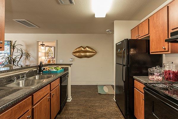 Gateway-At-Huntsville-TX-Kitchen-Unilodgers