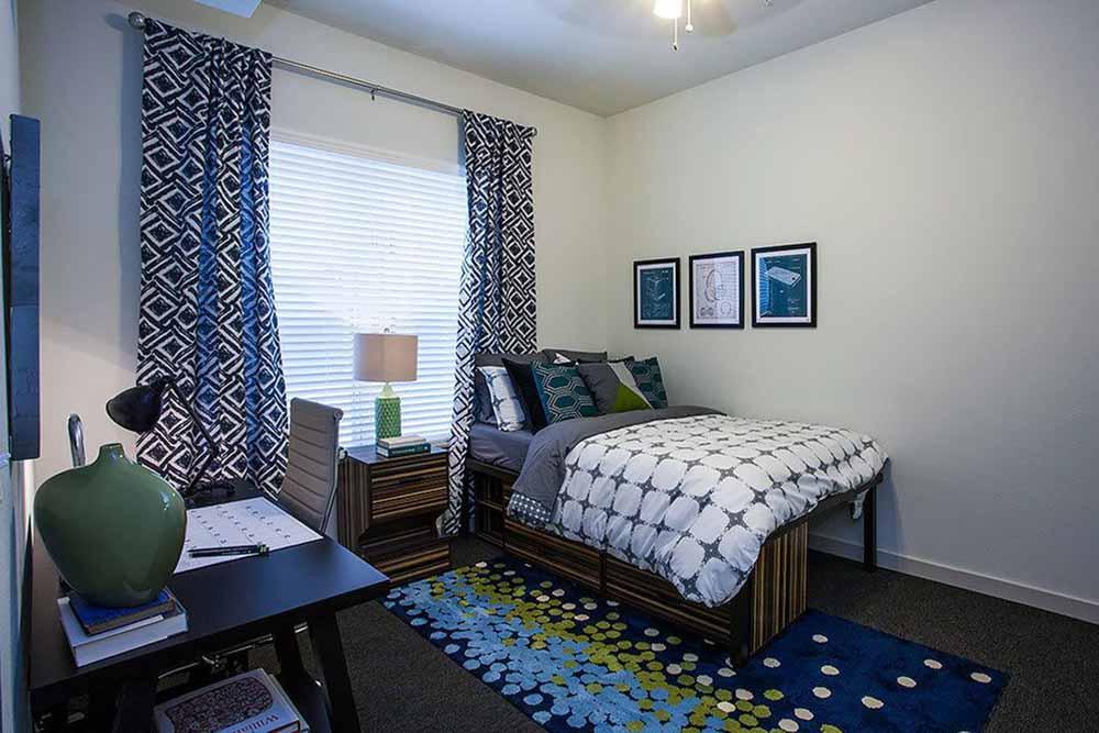 Gather-Dickson-Fayetteville-AR-Bedroom-Unilodgers