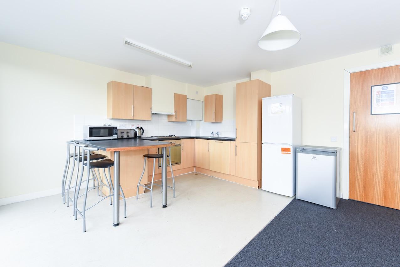Gibson-Sreet-Glasgow-Large-Communal-Kitchen-1-Unilodgers
