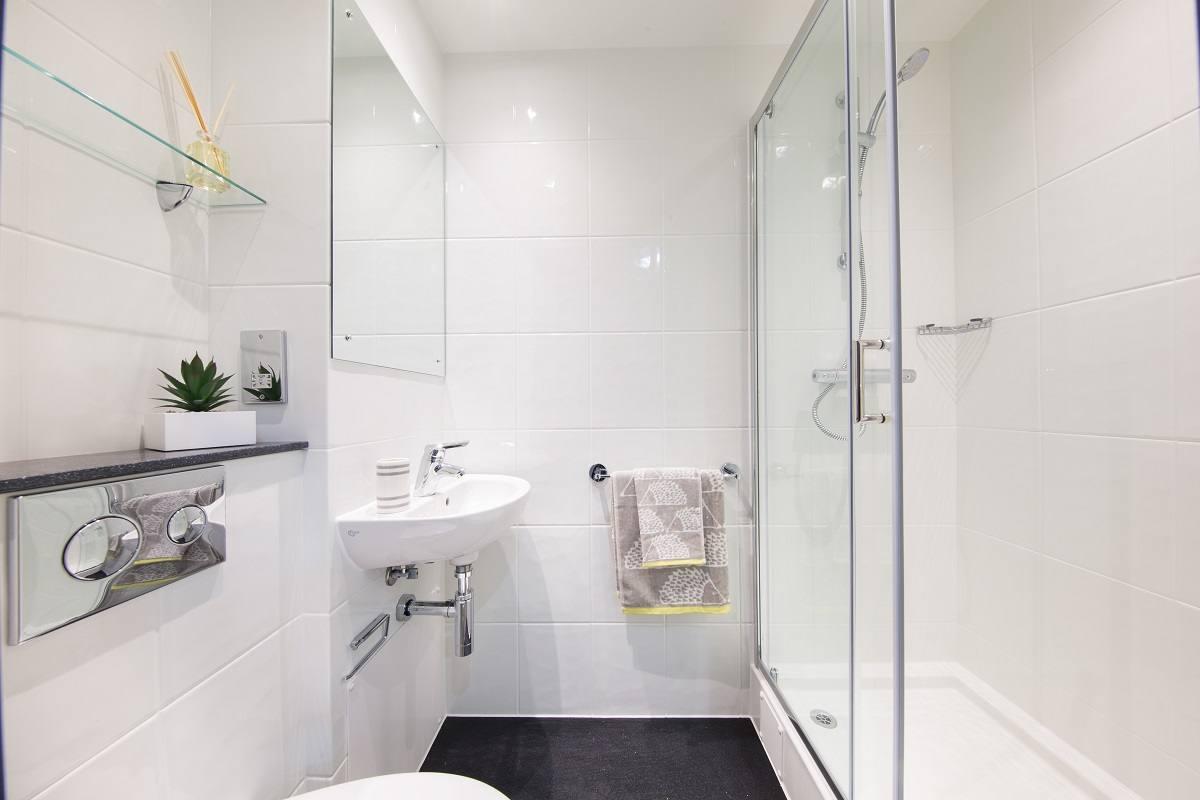 Glendower-House-Cardiff-Bathroom-Unilodgers