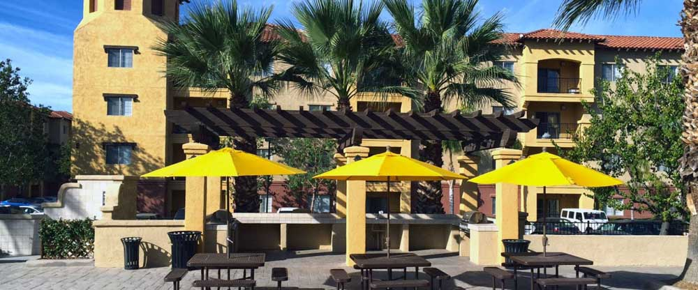 GrandMarc-At-University-Village-Riverside-CA-Outdoor-Courtyard-Unilodgers