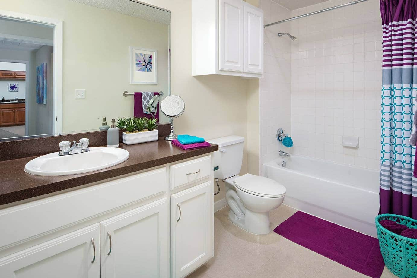 Grandmarc-At-Westberry-Place-Fort-Worth-TX-Bathroom-Unilodgers