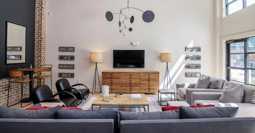 Greene-Crossing-Apartments-Columbia-SC-Common-Room-With-TV-Unilodgers