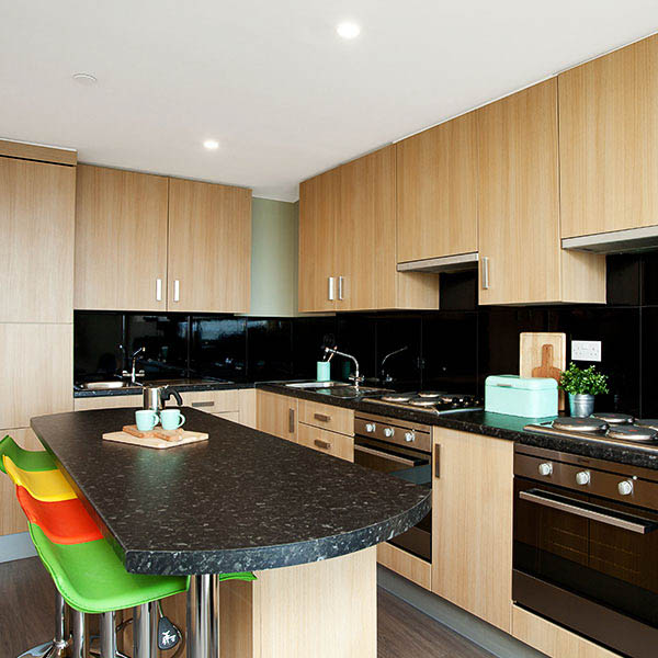 Greetham-Street-Portsmouth-Common-Kitchen-Unilodgers