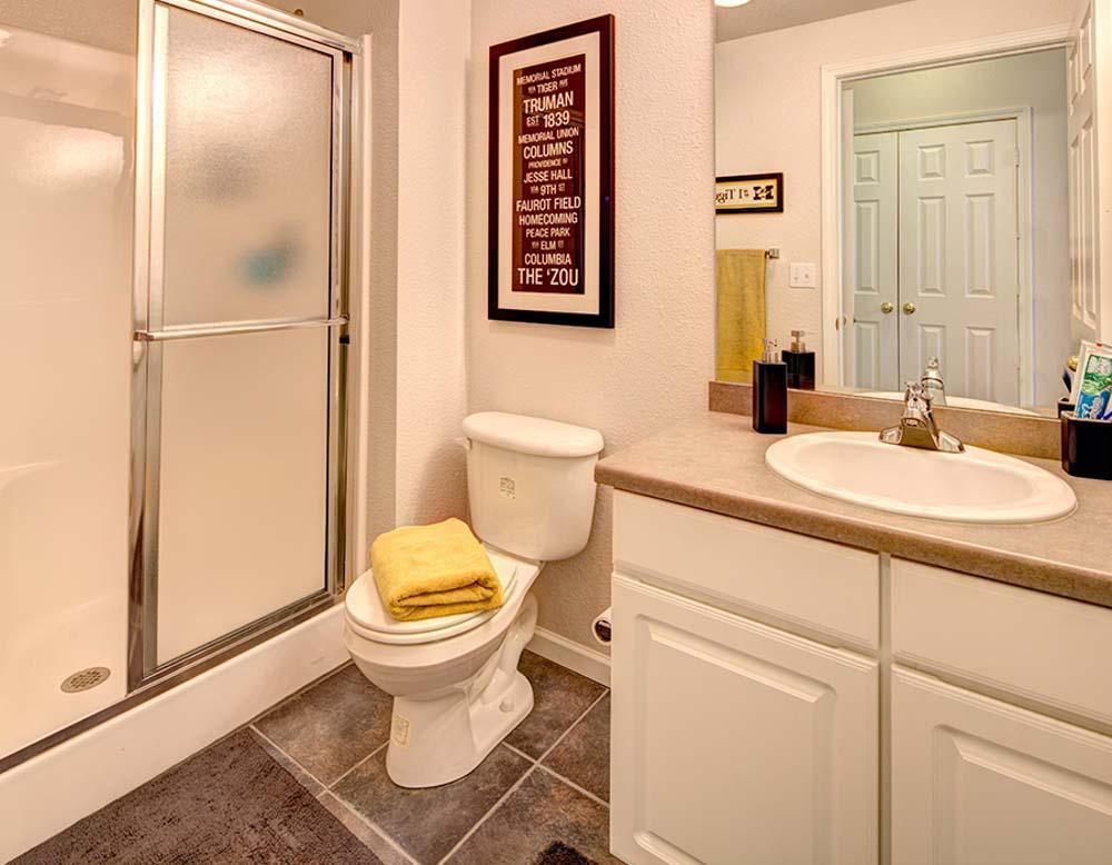 Grindstone Canyon-Columbia-MO-Bathroom-Unilodgers
