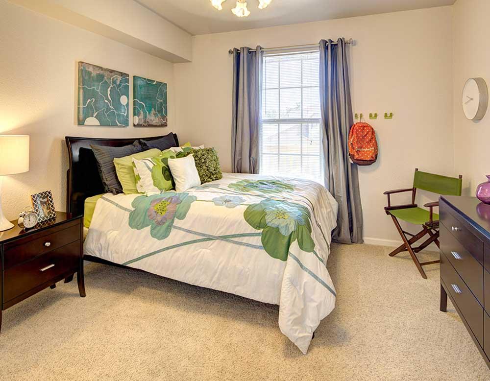 Grindstone Canyon-Columbia-MO-Bedroom-Unilodgers