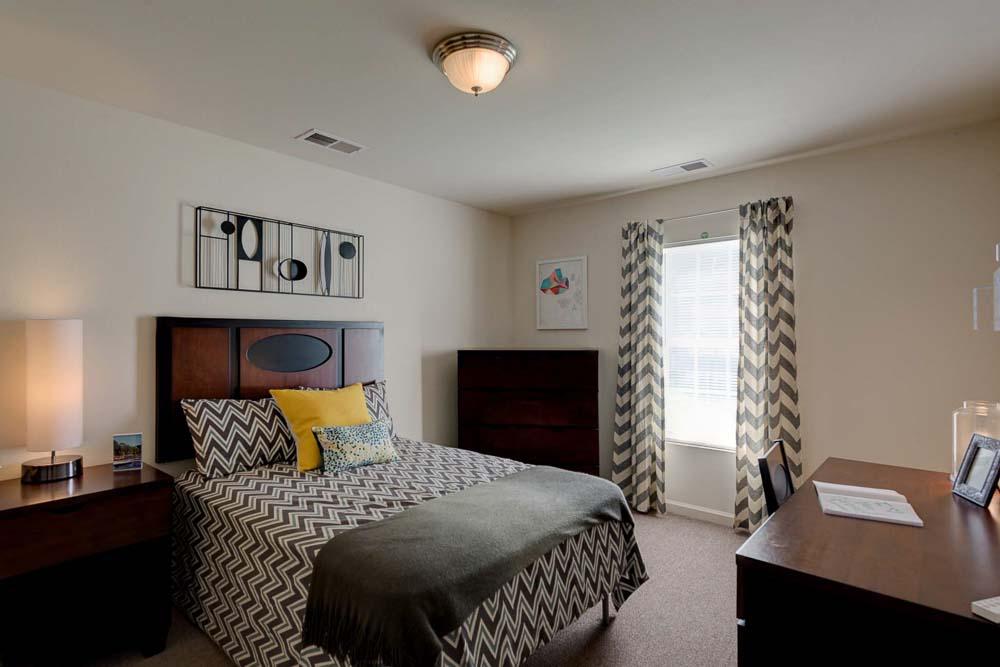 Grove-At-Cheney-WA-Bedroom-Unilodgers
