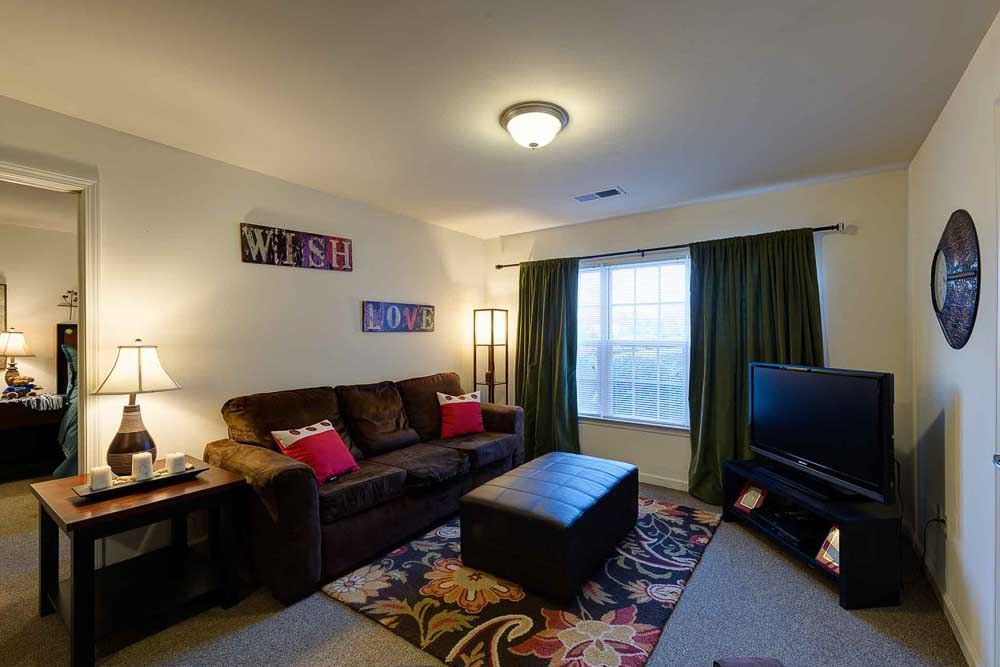 Grove-At-Murfreesboro-TN-Living-Room-Unilodgers