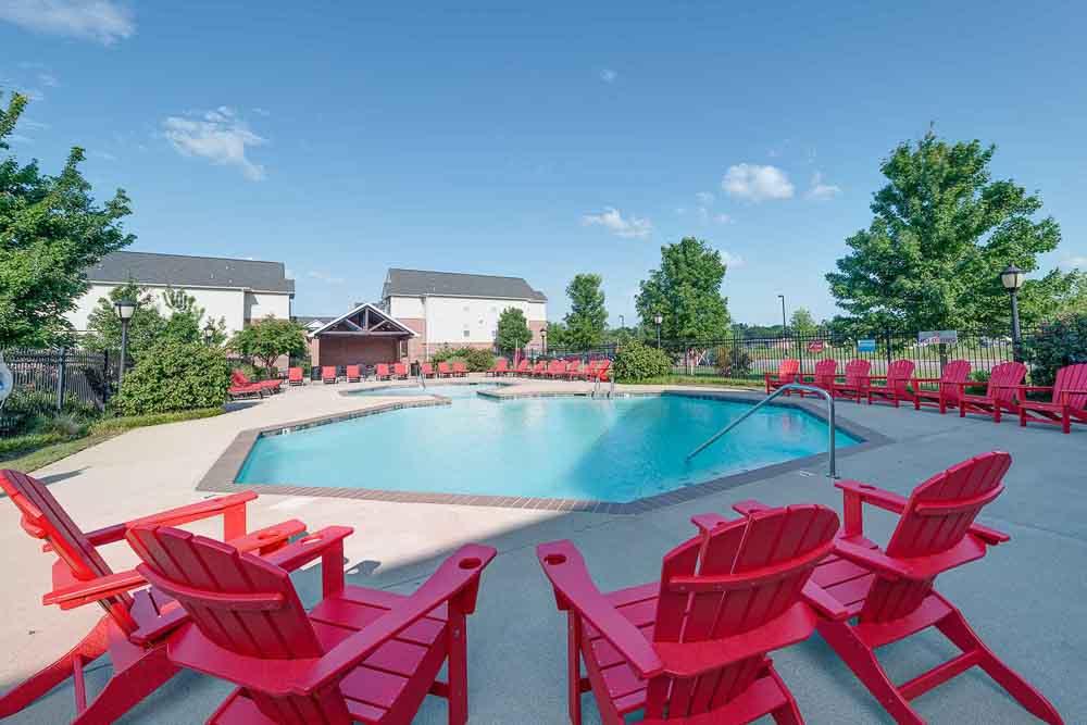 Grove-At-Murfreesboro-TN-Poolside-Unilodgers