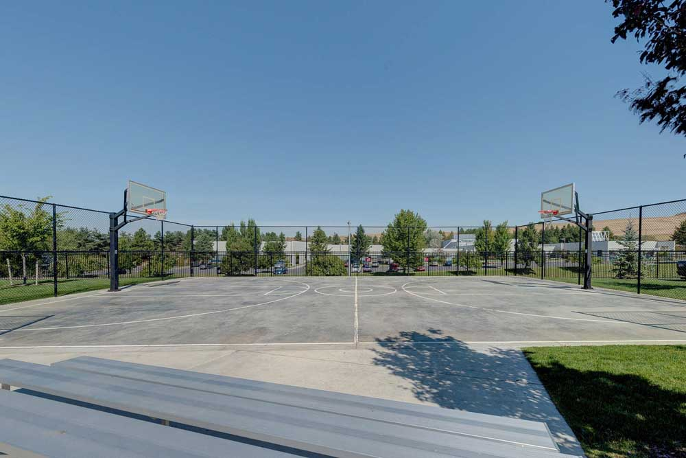 Grove-At-Pullman-WA-Basket-Ball-Court-Unilodgers