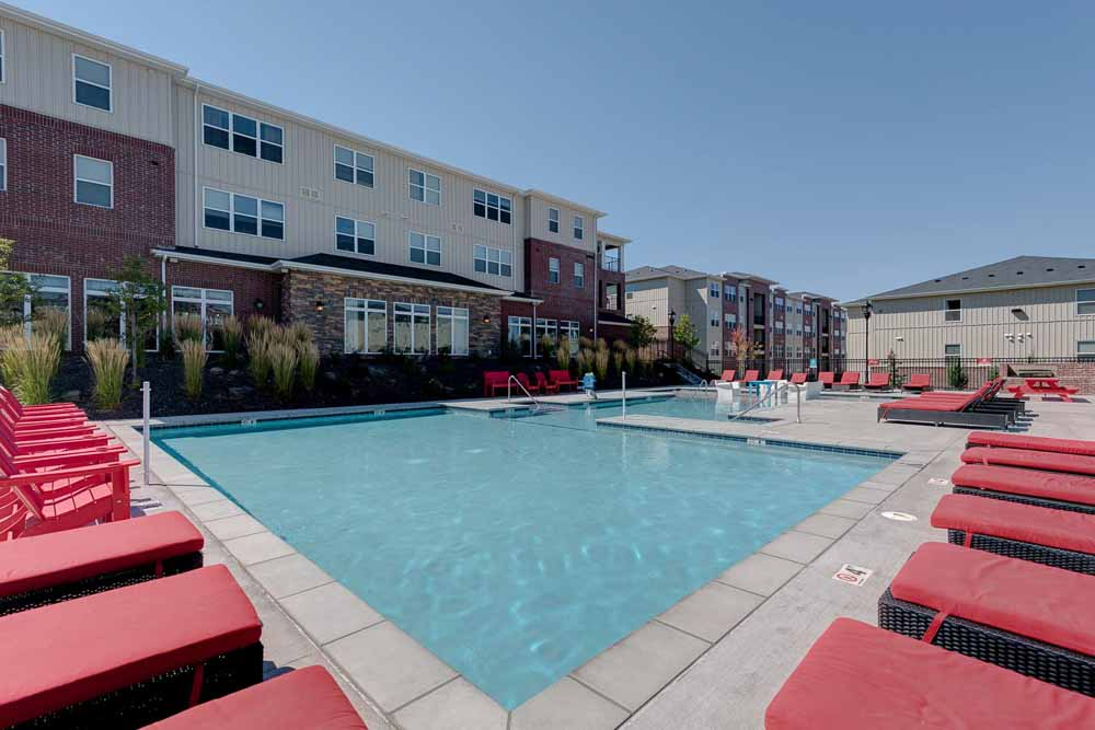 Grove-At-Pullman-WA-Poolside-1-Unilodgers